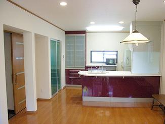 キッチンリフォーム 憧れのシステムキッチンを明るい空間で