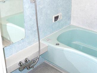 バスルームリフォーム 処理を工夫してバスルームをサイズアップ